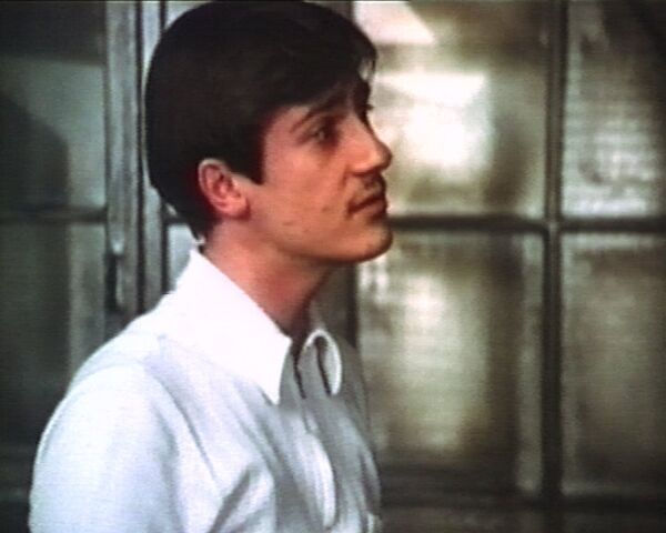 Олег Меньшиков в роли Костика в фильме Покровские ворота. 1982 год