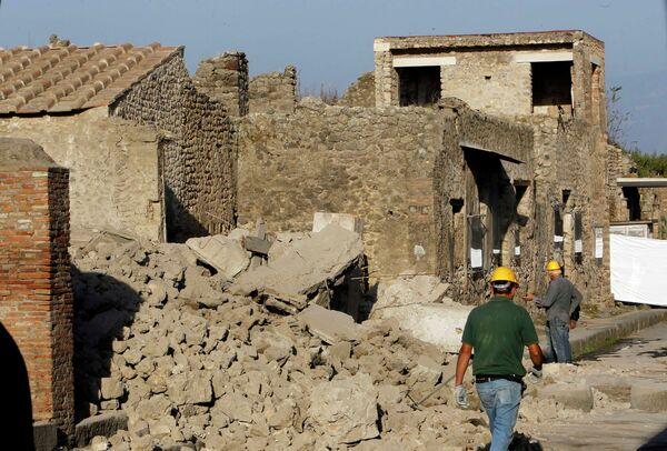 Обрушилась одна из построек знаменитого итальянского города Помпеи