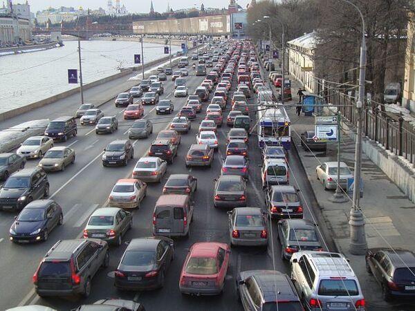 Сложные развязки Москвы. Затор на Москворецкой набережной. Архив
