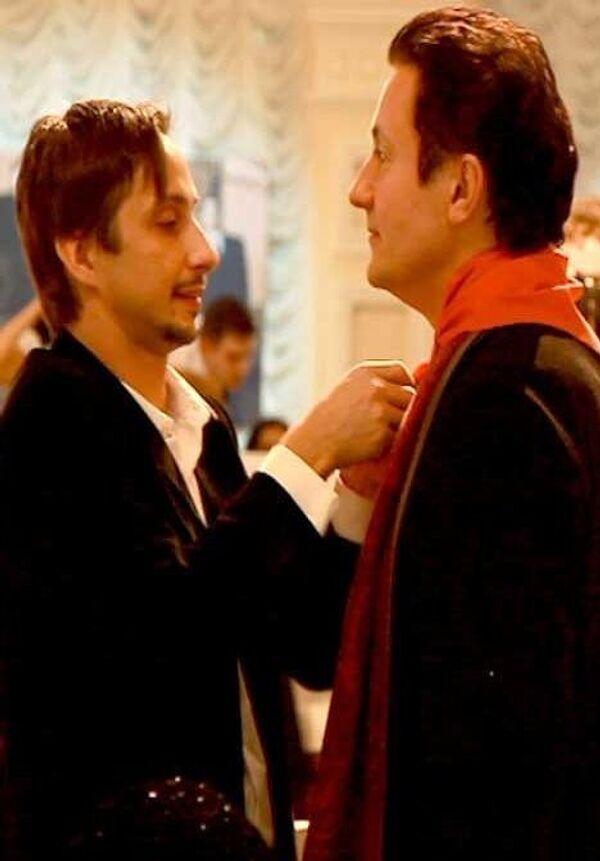 Олегу Меньшикову подарили пионерский галстук на 50-летие