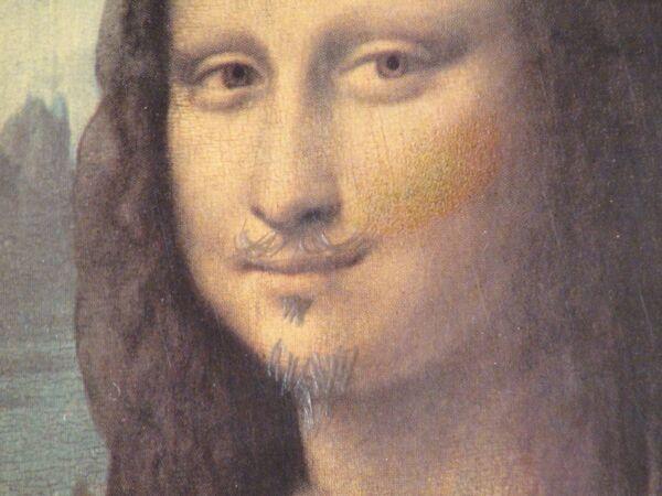 Джоконда Леонардо да Винчи, дорисованная Марселем Дюшаном