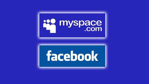 Логотипы MySpace и Facebook. Архивное фото