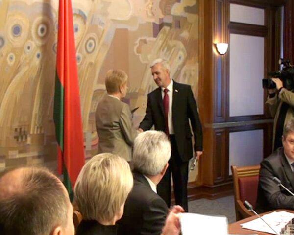 Кандидатам в президенты Белоруссии разрешили бороться за кресло главы страны