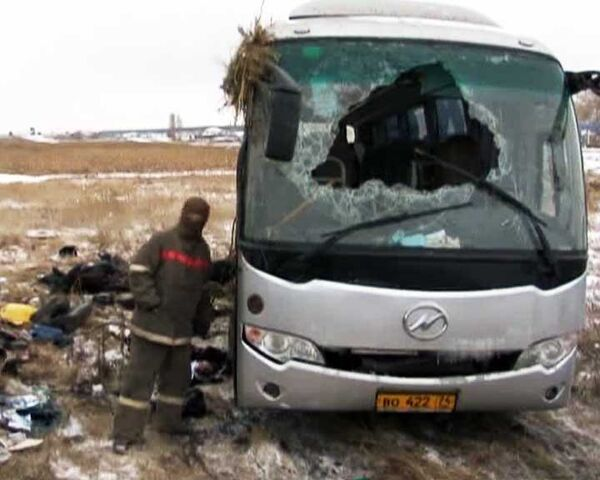 Водитель ехал на большой скорости - пассажиры перевернувшегося автобуса