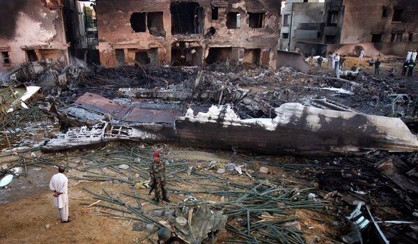 На месте падения Ил-76  Карачи