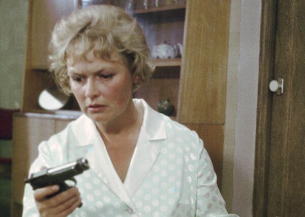 Актриса Нина Гребешкова на съемках кинофильма «Бриллиантовая рука».