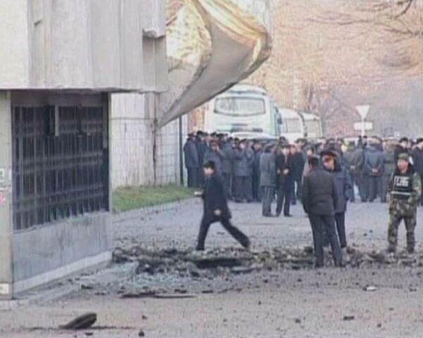 На месте взрыва в Бишкеке осталась большая воронка
