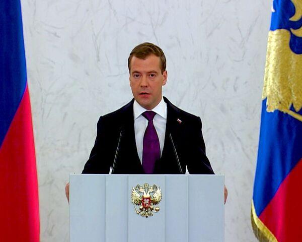 Медведев предлагает многодетным налоговые льготы и бесплатную землю