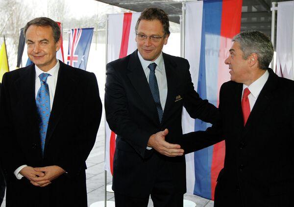 Хосе Луис Сапатеро (слева), Джером Вальке (в центре) и Хосе Сократес (справа)