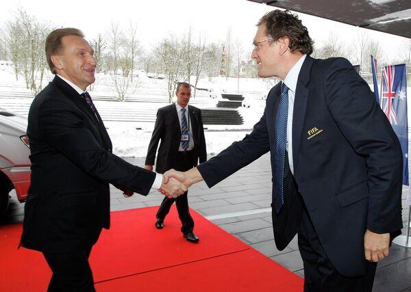 Первый вице-премьер РФ Игорь Шувалов и генсек ФИФА Джером Вальке (слева направо)