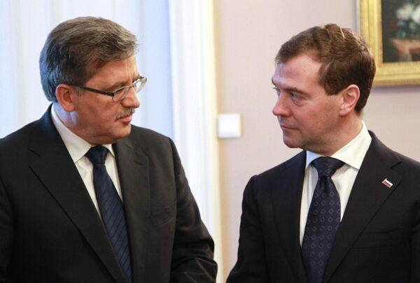 Президент России Дмитрий Медведев и президент Польши Бронислав Коморовский. Архив.