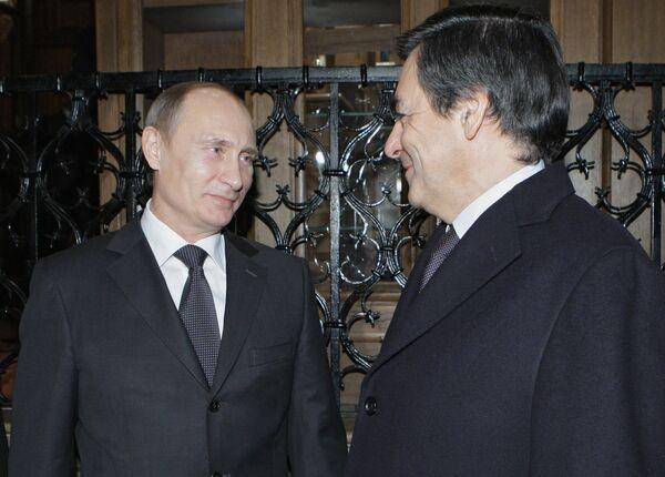 Премьер-министр РФ Владимир Путин и премьер-министр Франции Франсуа Фийон на неформальном ужине в Москве