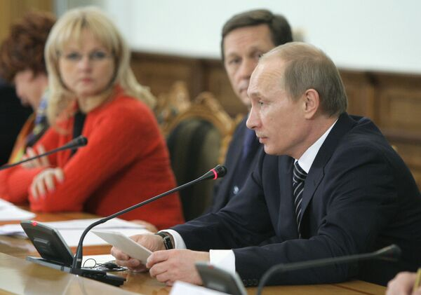 Премьер-министр РФ Владимир Путин и премьер-министр Франции Франсуа Фийон приняли участие в заседании в Доме приемов правительства РФ