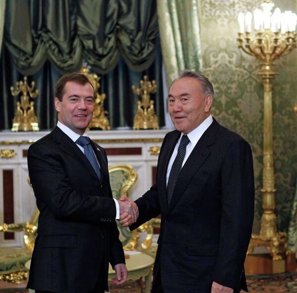 Президенты России и Казахстана Дмитрий Медведев и Нурсултан Назарбаев. Архив.