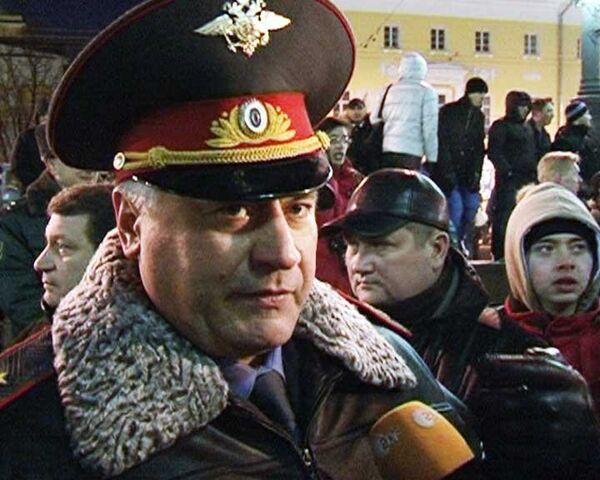 Глава ГУВД Москвы убедил толпу прекратить беспорядки на Манежной