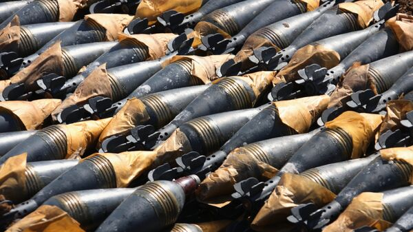 Фугасные мины, подготовленные к утилизации, на территории Чебаркульского полигона в Челябинской области. Архив