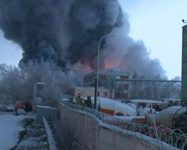 Пожар на складе в Москве тушили 60 расчетов и  два вертолета МЧС