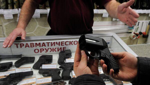 Работа магазина по продаже оружия, архивное фото