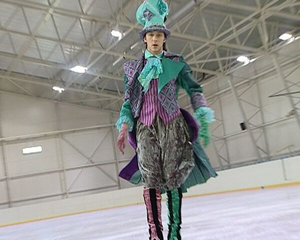 Джонни Вейр сыграет Шляпника в шоу Алиса в стране чудес на льду