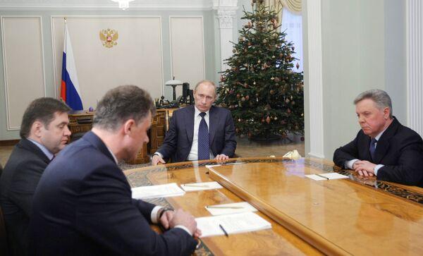 Премьер-министр РФ Владимир Путин провел совещание в Ново-Огарево