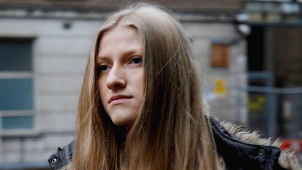 Екатерина Затуливетер около здания суда в Лондоне, где прошли слушания по делу о ее депортации