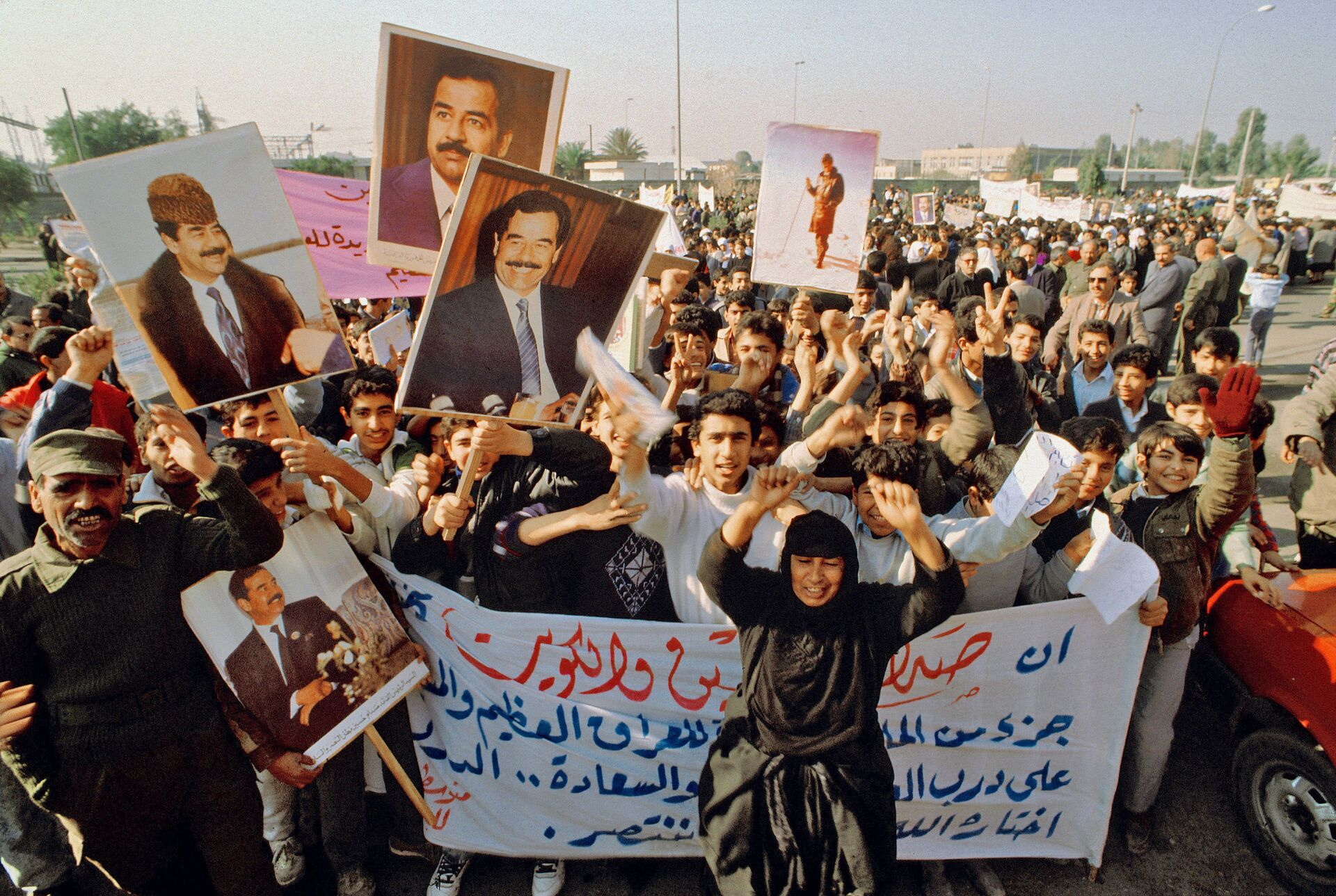 Антивоенная демонстрация у посольства США в Багдаде 15 января 1991 г. - РИА Новости, 1920, 13.01.2021