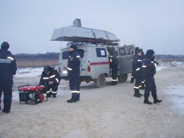 Сотрудники МЧС ведут поиски пропавших детей. Архив