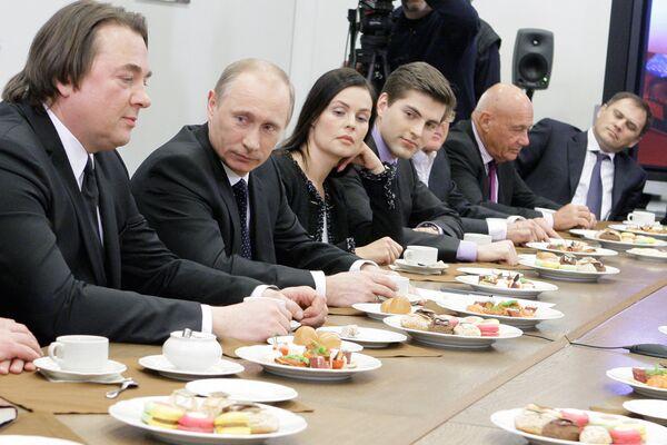 Премьер-министр РФ Владимир Путин встретился с коллективом ОАО Первый канал