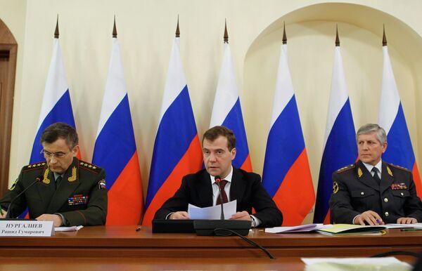 Дмитрий Медведев провел совещание о деятельности МВД после принятия закона О полиции