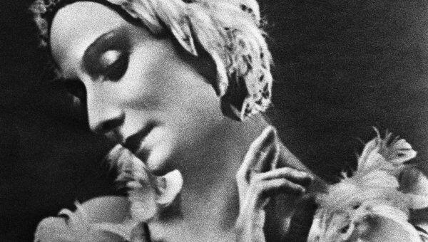 Анна Павлова в этюде Умирающий лебедь