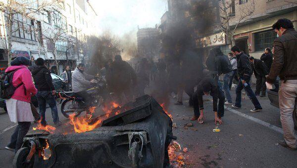 Столкновения между оппозиционерами и сотрудниками правопорядка в Тегеране