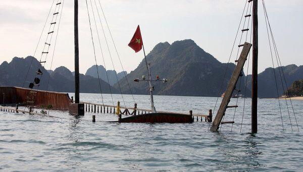 Судно с иностранными туристами затонуло в водах Вьетнама