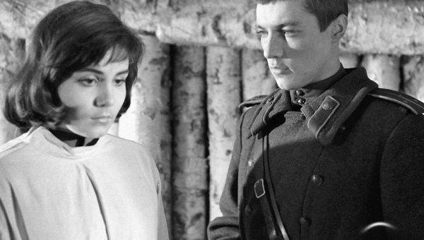 Малявина и Жариков в сцене из фильма Иваново детство
