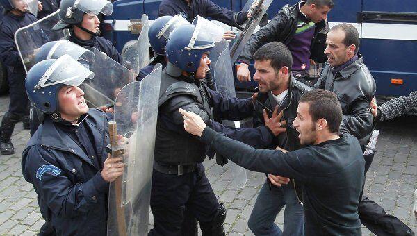 Столкновения полиции с митингующими в Алжире