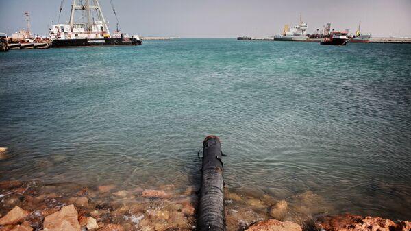 Вид на нефтяной терминал в городе Бреге, Ливия