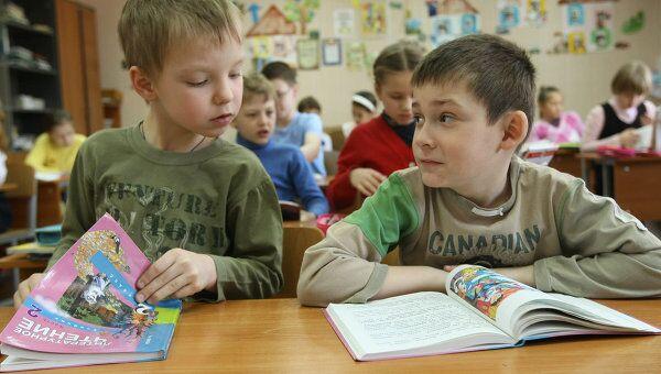 Образовательный процесс в новосибирской школе, архивное фото