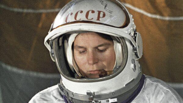 Терешкова во время подготовки к полету. Архив