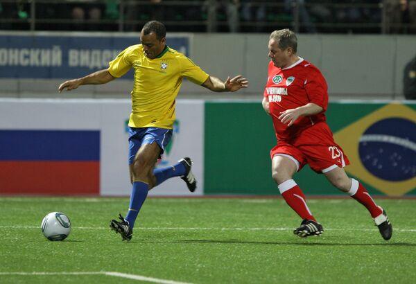 Игровой момент матча ФК Грозный – Бразилия-2002