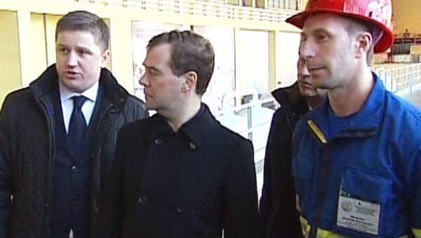 Медведеву показали, как восстанавливают Саяно-Шушенскую ГЭС