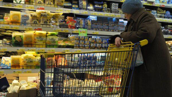 Отдел сыров в супермаркете