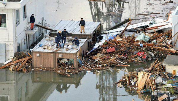 Последствия цунами и землетрясения в Сендай на северо-востоке Японии, 12 марта 2011