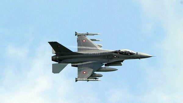 Датский истребитель летит на базу НАТО на Сицилии