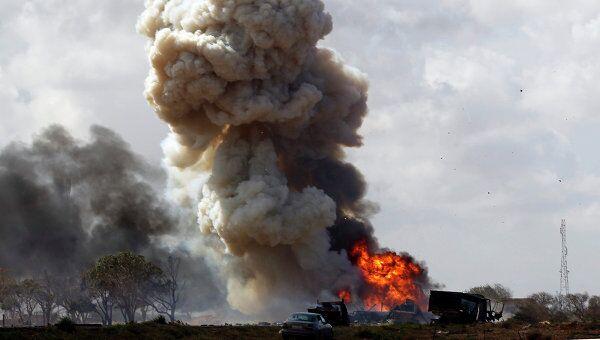 Авиаудар по верным Каддафи силам. Архив