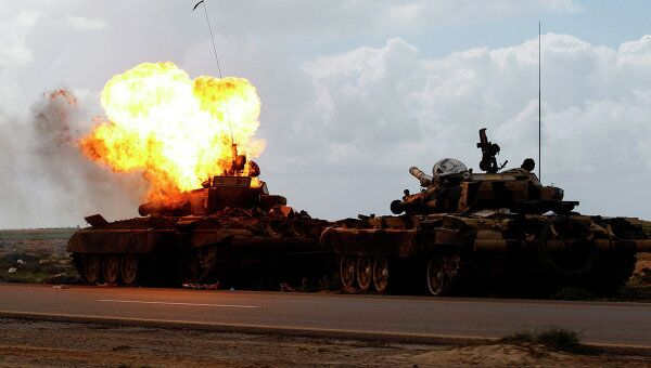 Последствия авиаудара по силам Каддафи