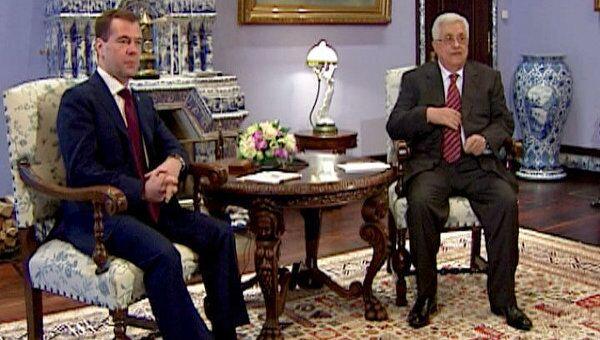 Медведев предложил Аббасу сверять часы по палестинской проблеме