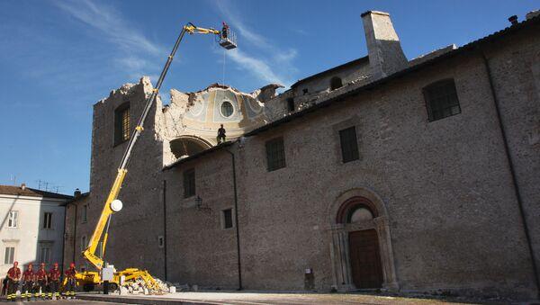 Историческое здание в Аквиле, пострадавшее в результате землетрясения