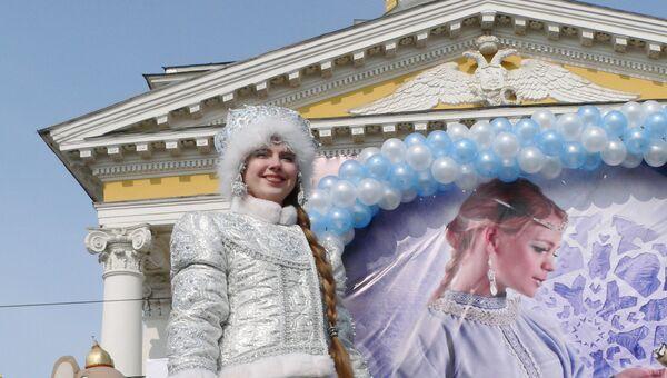Шествие сказочных персонажей в Костроме