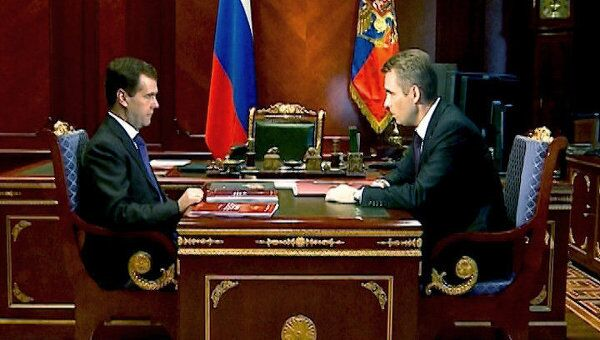 Медведев призвал чаще ограничивать в родительских правах, а не лишать их