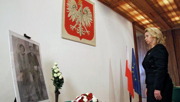 Супруга президента РФ С.Медведева посетила посольство Польши в день годовщины трагедии под Смоленском