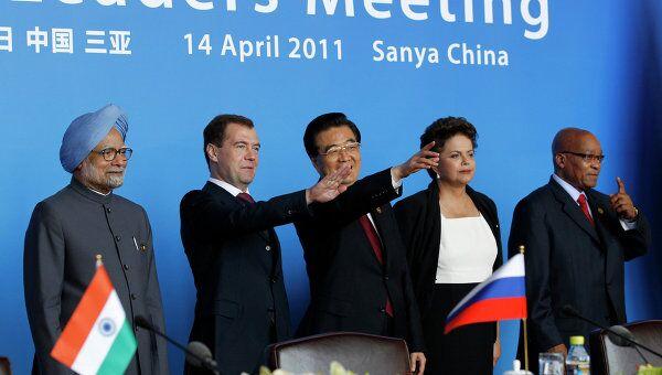Президент РФ Д.Медведев по итогам саммита на церемонии подписания документов БРИКС в Китае